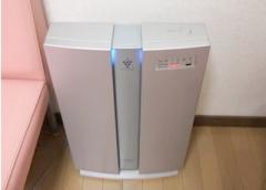 待合室には空気清浄機がございます